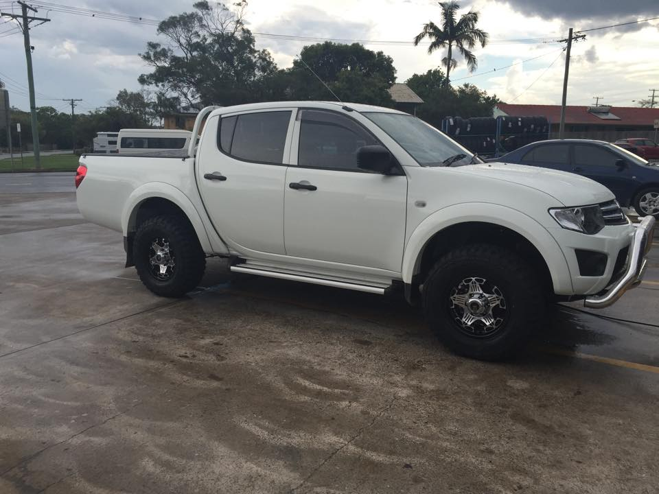 Brand new 4x4 Mitsubishi Triton fitted with 16x8 Allied Phantom wheels and 265/70R16 Achilles Desert Hawk XMT Mud tyres. Probably the quietest mud tyre on the market